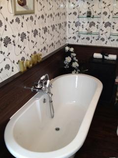 Ensuite bath tub