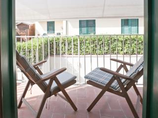 Elegant seaside apartment, close to Pisa