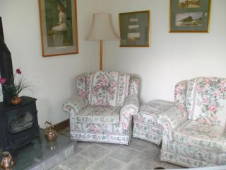 A comfortable sitting room with ample seating plus TV/DVD