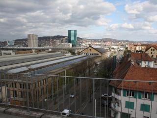 ZH Violet - Letzigrund HITrental Apartment Zurich