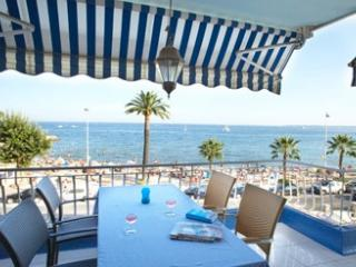 Beach front apartment in Golfe Juan