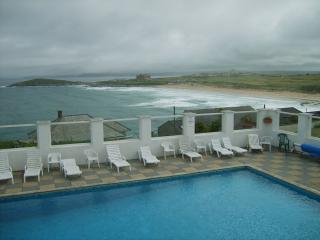 FISTRAL BEACH - SURF VIEW,  PENTIRE- SWIMMING POOL, Newquay