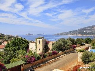 Villa Asfiya, Kalkan, Rent 3 or 4 bedrooms or as1 bed apartment. Private pool.
