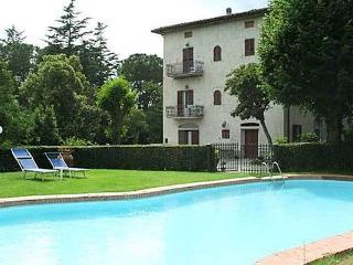 Cortona villa in beautiful Tuscan countryside