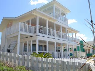 Bahama Mama Beach House  sleeps 16or28 w/cottages, Panama City Beach
