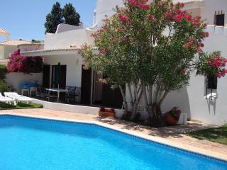 Four bedroom private villa with own pool and garden back onto golf course., Vilamoura