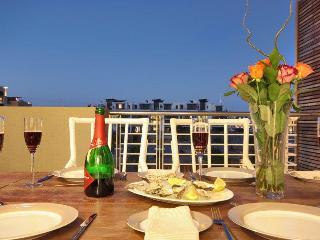balcony outdoor dining