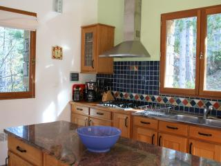 Open plan kitchen, fully equipped, granite surfaces
