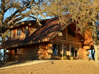 Wine country Horse Ranch Cabin + Tipi, huts & barn, Lake Nacimiento