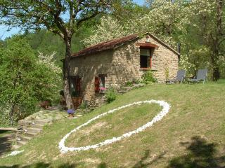 La Casetta, cottage in the forest, 2-3 guests, Casola Valsenio