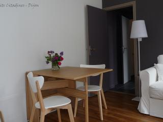 the bedroom, self catering in dijon