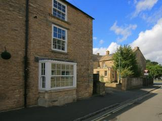 Pear Tree Cottage, central Stow on the Wold Cotswolds