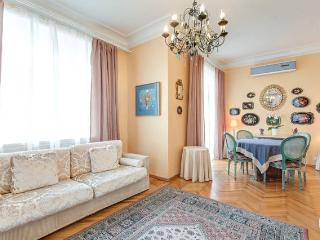 2 bedroom flat with view to Pushkin Square, Moscow