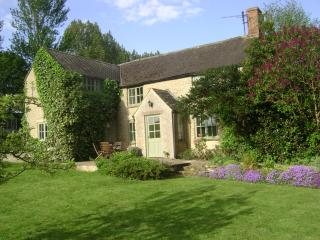 Slade Farm Cottage, quiet country lane, Cotswolds