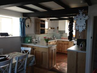 Very well-equipped kitchen and breakfast room (table extends, seats 10)