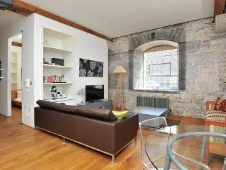 Drakes Wharf (10) contemporary GF apartment 4-6p
