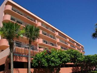 Penthouse Gulf Front Unit, Heated Pool, Covered Parking, Electric Grill, Indian Shores