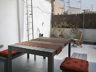 Mozart V apt with big terrace, Barcelona