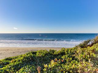 Impressive oceanfront home, boasts great views and is dog-friendly!, Gleneden Beach