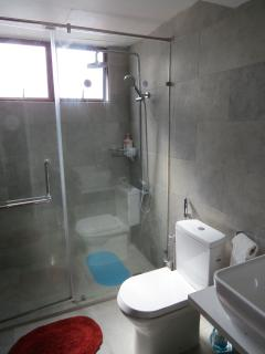En-suite bathroom with rainshower