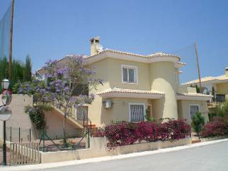 Villa Jacaranda Bonalba, El Campello, private pool, located at golfcourse, airco