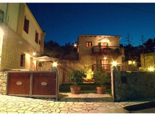 Olive Villas, villa Voucamvilia