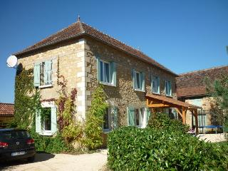 Stone farmhouse near Domme. Private pool, WiFi.