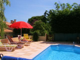chez Saule very own pool and garden with terrace,