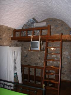 Little attic on the top floor bedroom. Kids love it !!!