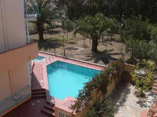 VILLA EUROTOP N.14, Nice apartment with pool
