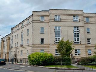 Annandale Apartment, Broughton