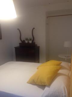 camera letto gialla
