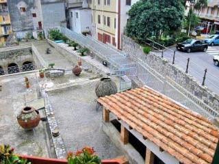 Casa Giustina, Minori