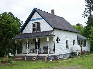 NOOCHIE'S NEST - 3 Bedroom Vacation Rental, Remodeled, Clean, Pets Welcome