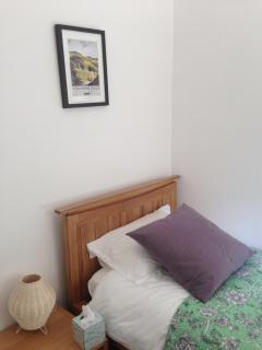 Cosy single room, with memory foam mattress and solid oak bed.