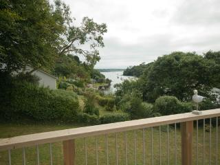 The Meadow - bungalow with sea views and creek access, Feock