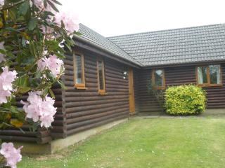 Bodmin Bungalow with 3 bedrooms and shared pool, Lanivet