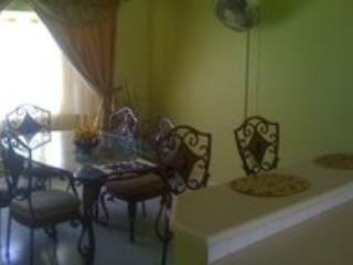 Spacious 3 bd condo in Ironshore, Jamaica, White House