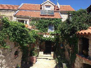 Stone house apartment to rent on a Croatian island
