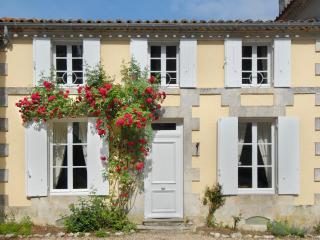 Le Petit Manoir at La Flotte, Mortagne-sur-Gironde