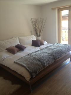 Master Bedroom Suite with Super-Sized Bed, En-suite Bathroom and Balcony