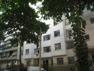 3 bedroom close to Copacabana beach, subway and restaurants