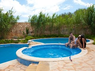 Zerniq Misrah Simar Complex - Luxury Property with shared Pool in Gozo