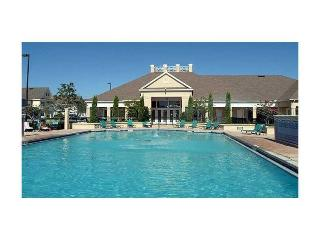 Amazing Condo with a Pool and Jacuzzi at Venetian Bay Resort, Kissimmee