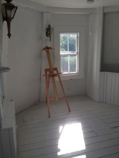 Windmill second floor - a discrete artist studio flooded with natural light