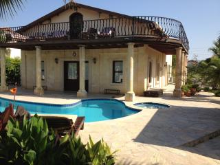 5 bedroom villa private pool and jacuzzi  free aircon and wifi