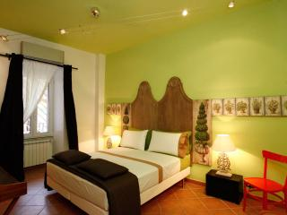 """One-Bedroom Apartment with Balcony - """"Green"""", Rome"""