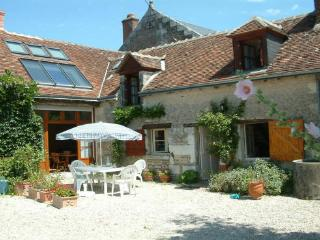 Loire Valley nr Chenonceau - rural farm cott suit 2 couples/family nr vineyards, Saint-Georges-sur-Cher