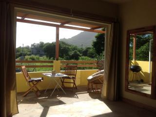 Studio 3 Lush volcanic Mountain views, Le Morne