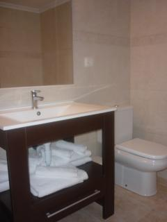 Bathroom, 7 Bath Towels are provaid